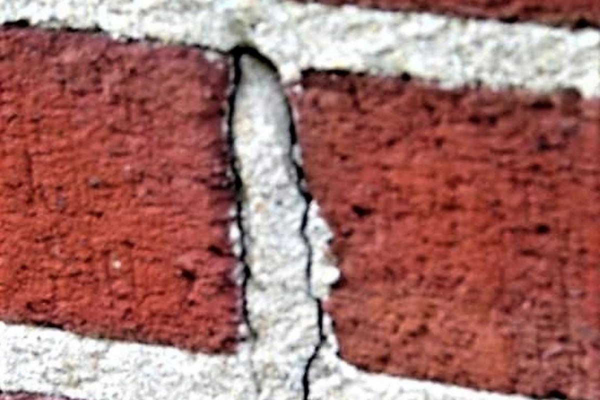 Cracking in masonry head joint